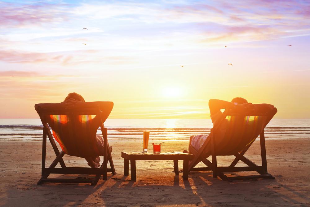 Im Liegestuhl den Sonnenuntergang genießen